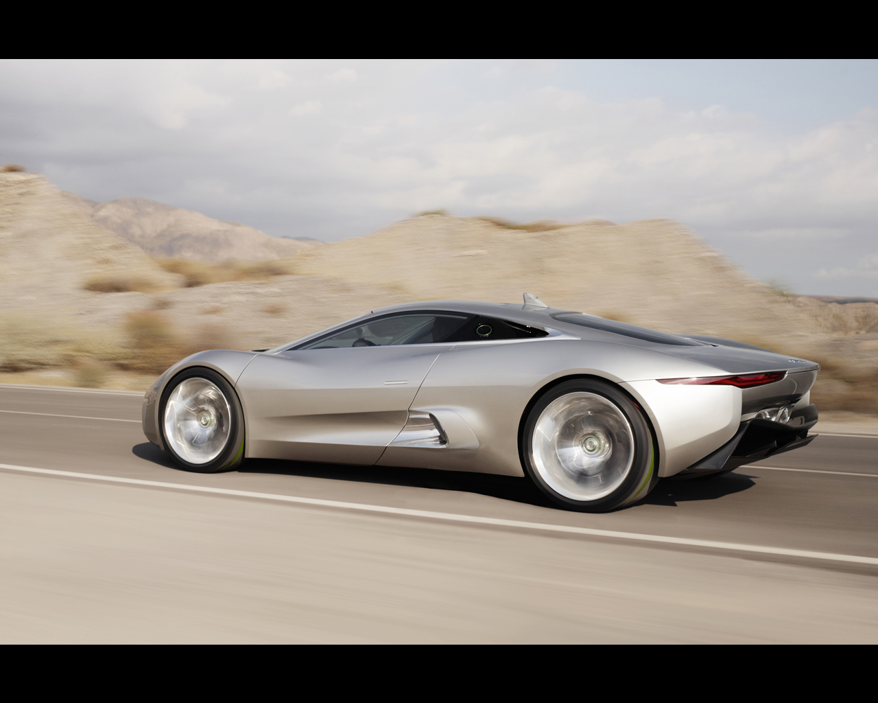 Jaguar C X75 Concept 2010   Plug In Electric Car With Gas Turbines  Propelled Range Extender.