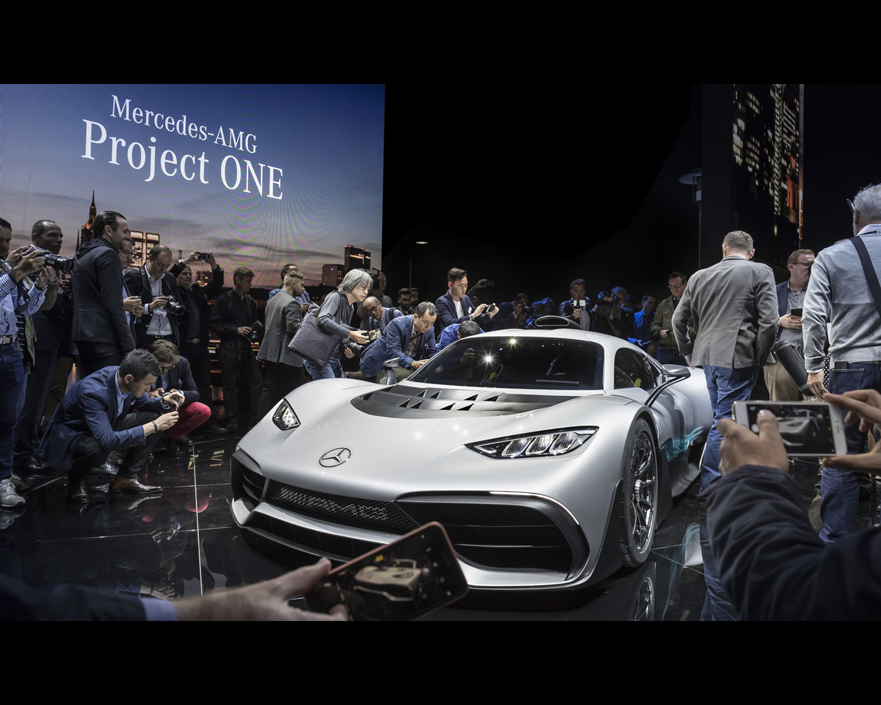 http://autoconcept-reviews.com/cars_reviews/mercedes/mercedes-amg-project-one-2017/wallpapers/mercedes-amg-project-one-2017-7.jpg