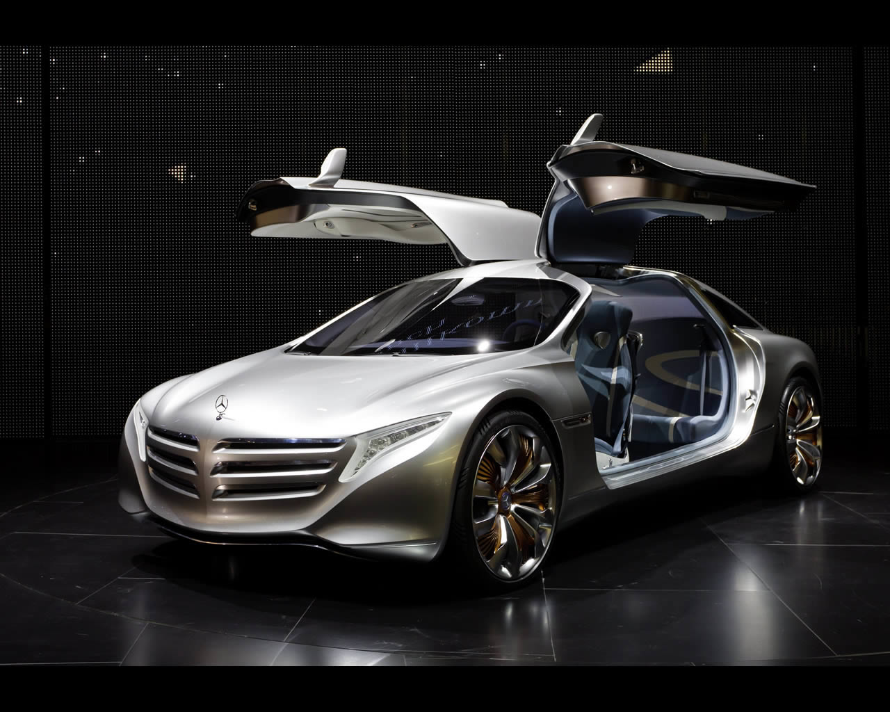 Mercedes benz f 125 plug in fuel cell range extended for Mercedes benz concept electric car